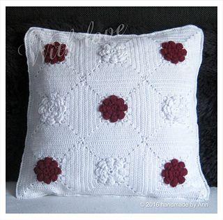 """Sierkussen """"Roos"""" pattern by Handmade by Ann"""