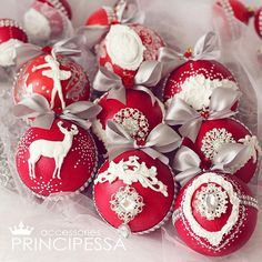 Набор новогодних шаров в красных тонах. Нет в наличии. В набор входит: -25 пластиковых шаров размером 5-6-8см -коробка в которой хранятся шары. #аксессуары #шары #новогодниешары #елочныешары #елочныеукрашения #елочныеигрушки #новогодниеукрашения #ручнаяработа #хобби #хендмейд #шебби #шеббишик #скрап #скрапбукинг #декупаж #декор #новыйгод #handmade #shabby