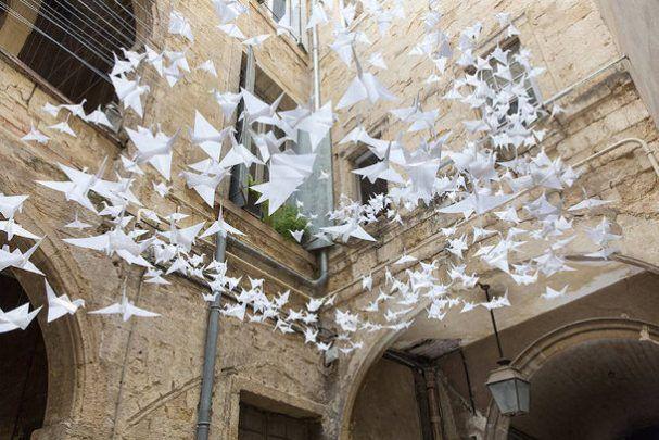 origami-vogels-binnenplaats