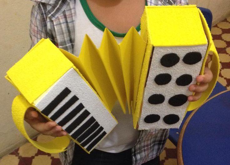 Instrumentos com materiais que você tem em casa.