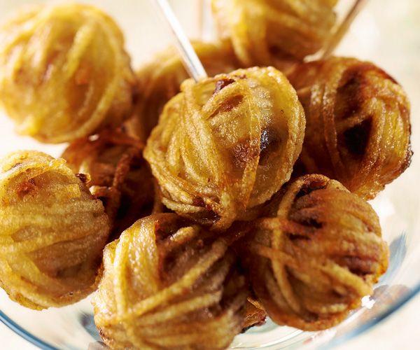 Pour l'apéritif, préparez ces bonbons de foie gras façon rösti grâce à notre recette. A servir pendant les fêtes.