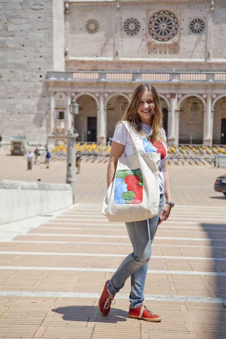 Maglietta e bag della 56esima edizione del Festival dei 2Mondi
