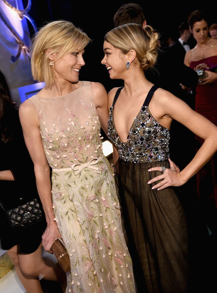 Modern Family's Julie Bowen and Sarah Hyland share a smile during the SAG Awards.
