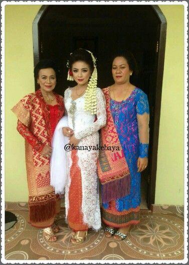 Happy Wedding dr Agnez.... #jahitkebaya #kanayakebaya #kebaya #pemberkatan #kebayamodern #resepsi #kebayapemberkatan #kebayaresepsi #batak #designer #designerkebaya #surabaya #indonesia #songket #lace #swarosky #white   Untuk info jahit kebaya, sewa kebaya dan wedding package bisa menghubungi : ☎ 031-8706318  081230576364 BBM 541FEF03 WA 085856158180 LINE kanayakebaya  @kanayakatalog @kanayamakeup @kanayabridal