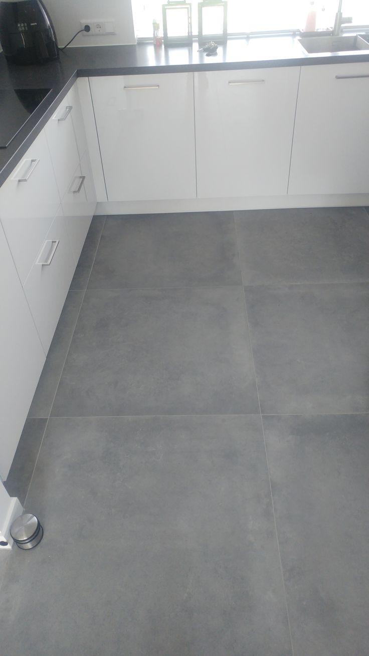 Een grote stoere betonlook 90x90 48MT Tegelhuys