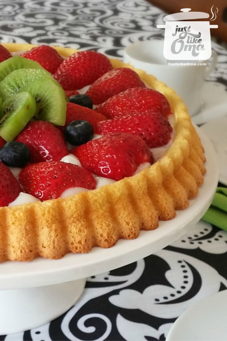 Fruit Flan (Obsttorte) ... so easy, so quick, and so wunderbar! Check it out at http://www.quick-german-recipes.com/fruit-flan-recipe.html ❤️it!