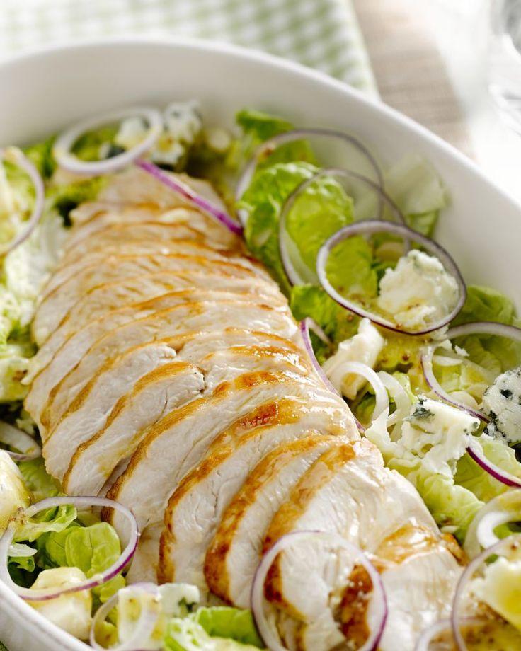 Lekker sappig is deze kalkoenfilet uit de oven. In combinatie met een salade en blauwe kaas is dit een heerlijk fris en makkelijk lente-gerechtje.