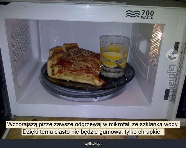 Lajfhaki.pl - Wczorajszą pizzę zawsze odgrzewaj w mikrofali ze szklanką wody. Dzięki temu ciasto nie będzie gumowa, tylko chrupkie.