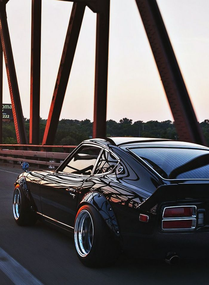 Datsun 280Z call my momma I'm in love this is my dream car.