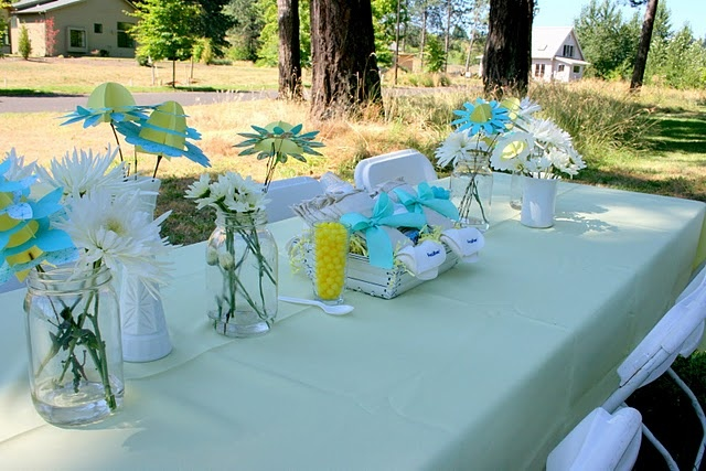Super cute baby shower decor centerpieces usable gifts for Outdoor table decorating ideas