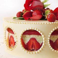 "Ракурс поближе) ""Клубничный фрезье"", ""Strawberry fraisier"" #cake #raspberry #pastry #paris #торт #GastroArt #chefstalk"