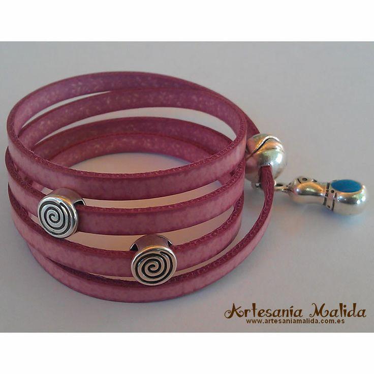 Ver detalles de Pulsera 4 vueltas de cuero plano color rosa con dos espirales