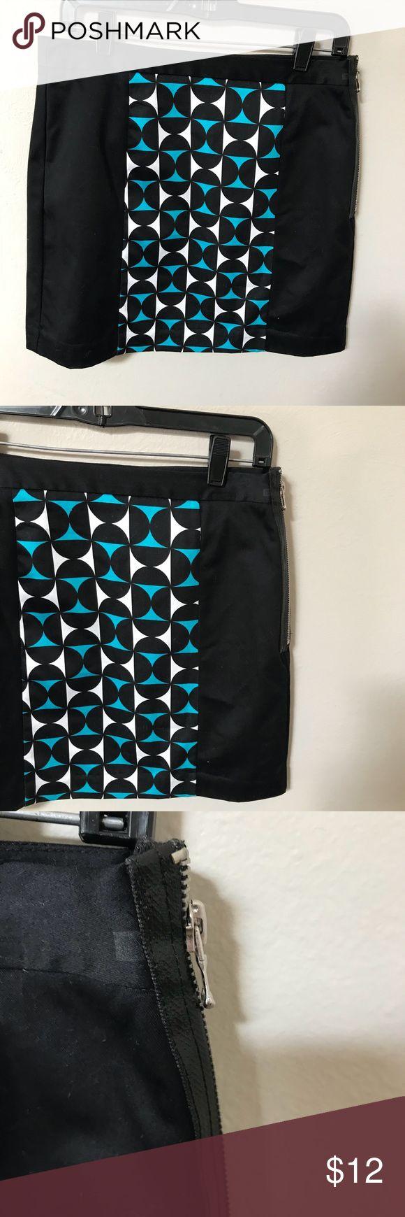 "Worthington mod print skirt Worthington mod print skirt zips up the side, lined.  Bright black with a fun mod print.  Measures 17"" long and 15"" flat across the waist. Cotton blend Worthington Skirts Midi"