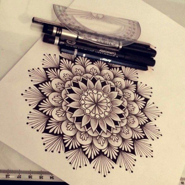 Mandala en blanco y negro