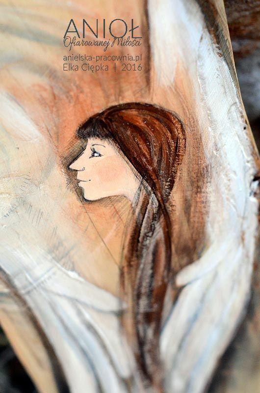 Anioł Ofiarowanej Miłości – to wyjątkowy Anioł z sercem, jako atrybutem miłości i świetlistym kręgiem jako symbolem doskonałości i uczucia doskonałego. Anioł Ofiarowanej Miłości może być ofiarowany temu, kogo kochasz i komu życzysz miłości     autor: Elka Ciępka     www.3xd.pl