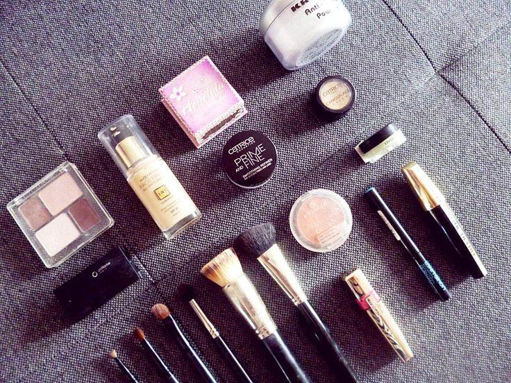 Makijaż dzienny i nie tylko:) Wspominałam że zajmuję się makijażami a więc wyjawię część mojej kosmetyczki i co za jej pośrednictwem można zrobić :) Mam kiepski aparat do takich zdjęć więc wygląda ...