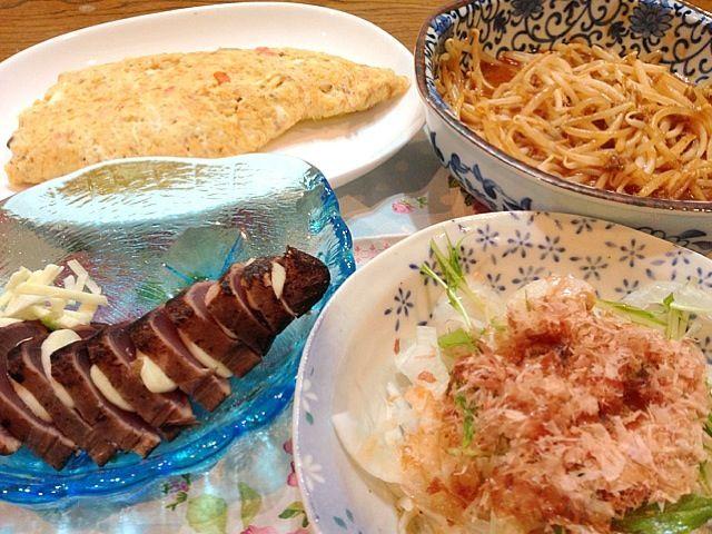 すぐ出来るシリーズ類に助けられての夕飯です いただきま〜す こんな時間からだから、太るんだよね… - 3件のもぐもぐ - 鰹のたたき、玉ねぎサラダ、和風オムレツ(うちのごはんシリーズ)、豚もやし麻婆(すぐ出来るシリーズ) by yukikosagara