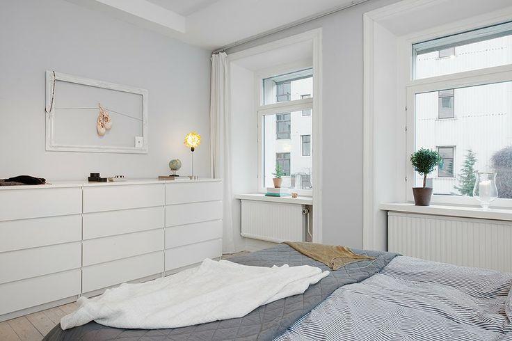 Jurnal de design interior - Amenajări interioare : Apartament de 3 camere amenajat în alb, negru și gri