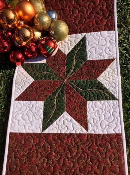 Peça Única!  Caminho de mesa em patchwork quiltado com temática de natal.  Todo confeccionado em tecido 100% algodão de alta qualidade e estruturado com manta acrílica, garantindo firmeza a peça.  Pode ser utilizada dos dois lados.