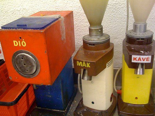 Grinders for walnuts, poppy-seeds and coffee