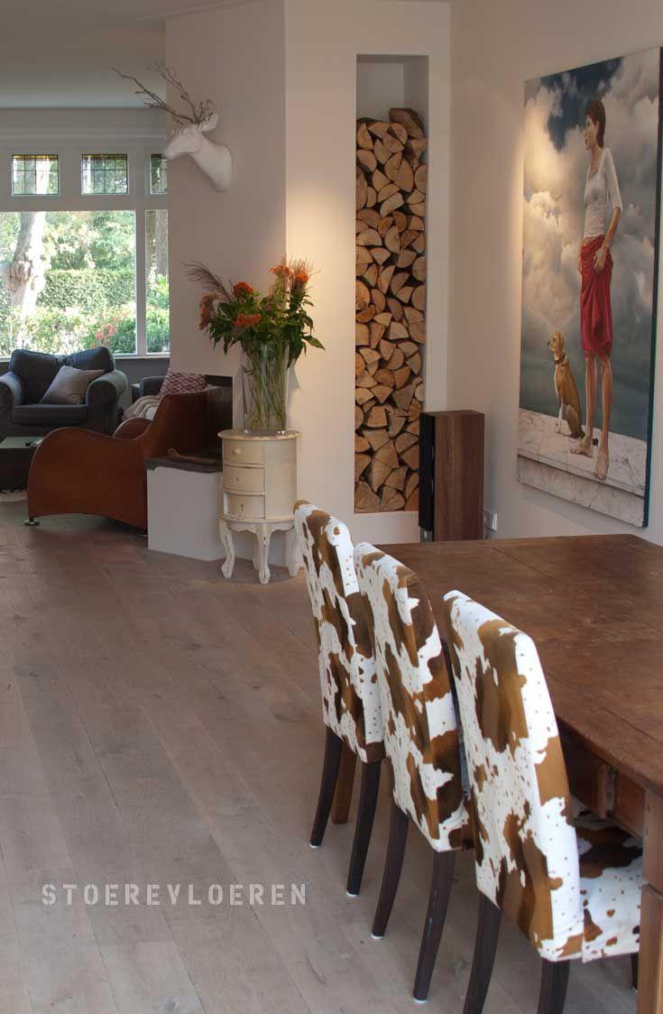 Mooie lichte, eikenhouten vloer met weinig noest. Stoerevloeren levert, plaatst en renoveert houten vloeren.