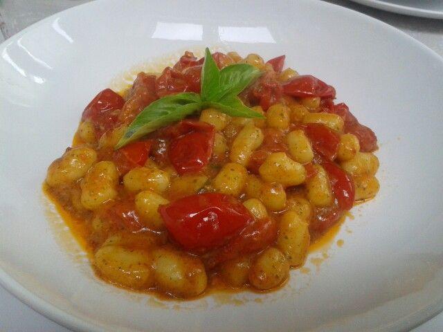Chicche pomodorini piccanti pesto basilico