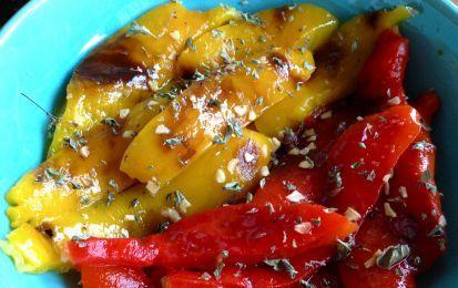 Peperoni al forno - I peperoni cotti al forno conditi in vari modi possono diventare un delizioso contorno oppure essere utilizzati in mille ricette.