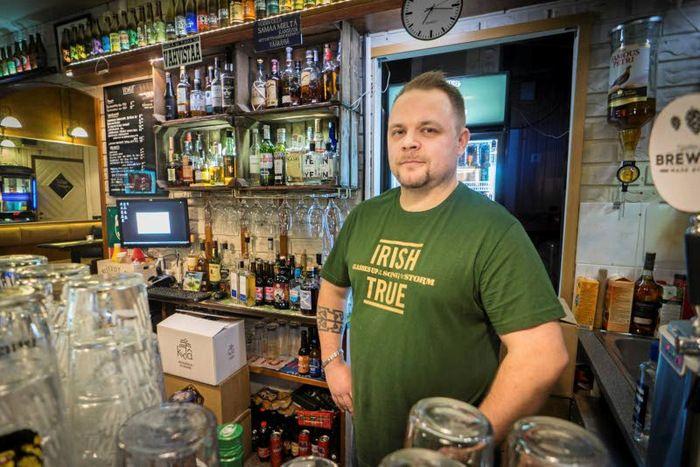 Espoon olut baarit.  - kuvassa 22  Niittykummun The Gallows Bird