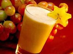 Ingredientes   5 pêssegos em calda   50 gr de goiabada picada   1 lata de creme de leite   1 lata de leite condensado   1 copo de suco de abacaxi concentrado   1 copo de suco de uva concentrado   1/2 xícara de café de suco de groselha