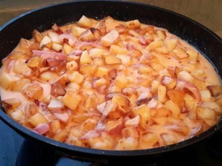 מתכון הומפרייז, קוביות תפוחי אדמה ברוטב חמאה, שמנת וצ`ילי מתוק - אם אתם רוצים להתפנק זה המתכון המושלם עבורכם