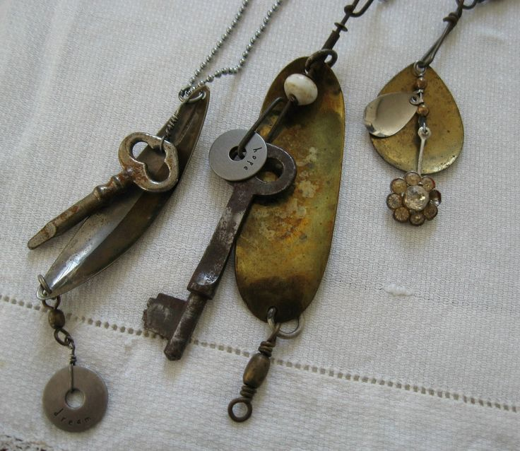 Love the junk!: Four Corner, Corner Design, Coins Too Maybe, Coins Mixed, Junkie Jewelry, Broken Jewelry, Jewelry Ideas, Metals Mad, Mad Return