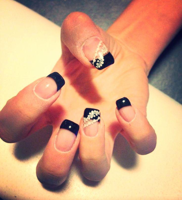 French manicure nera con pizzo bianco