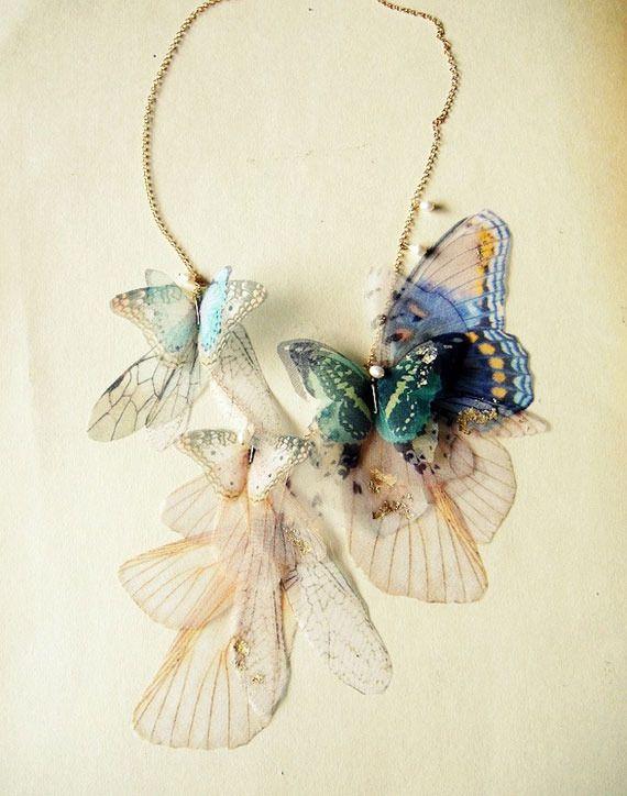 まるで本物。蝶や蛾の羽を使った妖艶なアクセサリー | ARTIST DATABASE