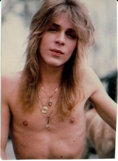 Randy Rhoads on Pinterest   84 Pins on guitars, les paul and recliners