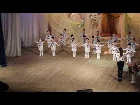 Задоринки - Танец снеговиков (первое выступление, 27/11/2016) - YouTube