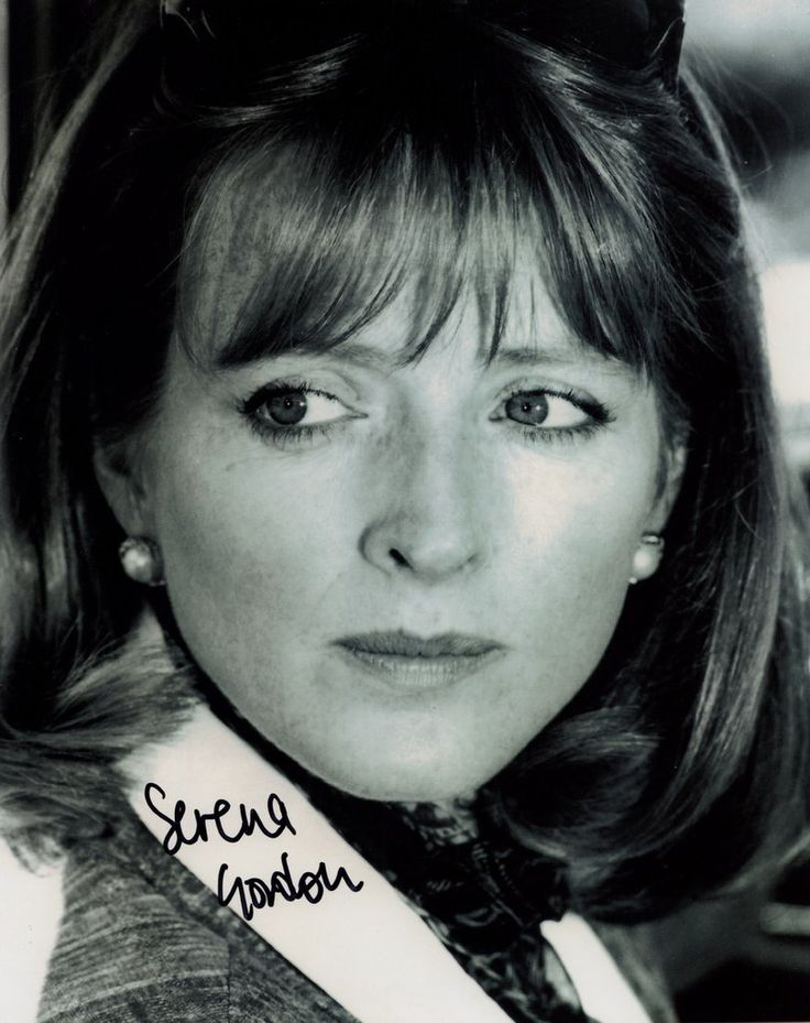 SERENA GORDON JAMES BOND GIRL FROM GOLDENEYE IN PERSON SIGNED PHOTO