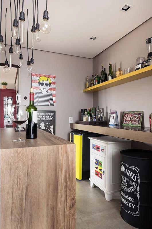 Dois apartamentos estilo loft com mix de contemporâneo e vintage