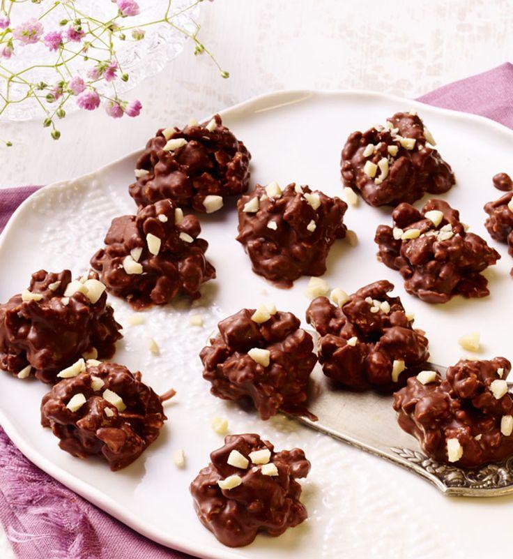 Knuspriges Müsli-Konfekt mit Schokolade umhüllt