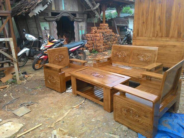 Set Kursi Tamu Bola Minimalis R-2AU terbuat dari material kayu jati dengan desain minimalis modern terdapat ukiran khas jepara yang artistik.