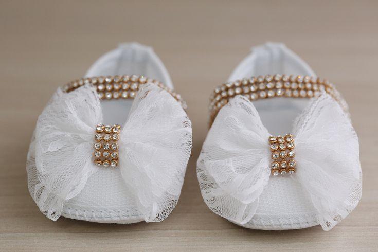Concepção de Sapatinho Branco c/ Enfeite LaÃo Strass e preço http://ift.tt/2jmZ6gN
