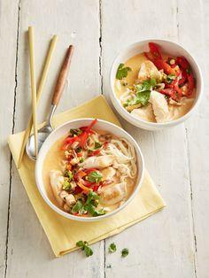 Pikante Thai Suppe mit Kokos und Hühnchen