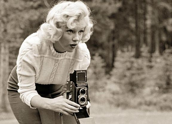 Rare Photos of Marilyn Monroe with a Rolleiflex - Lomography
