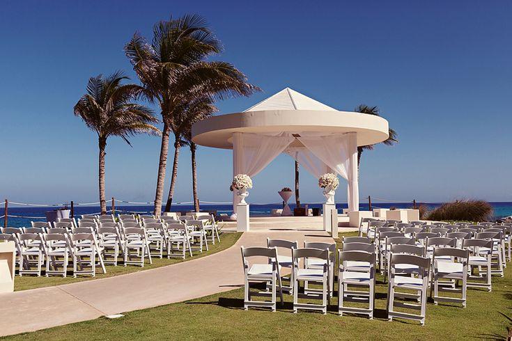 Mexico destination wedding locations by the ocean: Hyatt Ziva Cancun (Quetzal Wedding Photo)