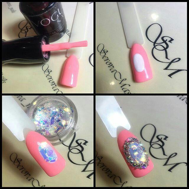 Nail art jewel cameo