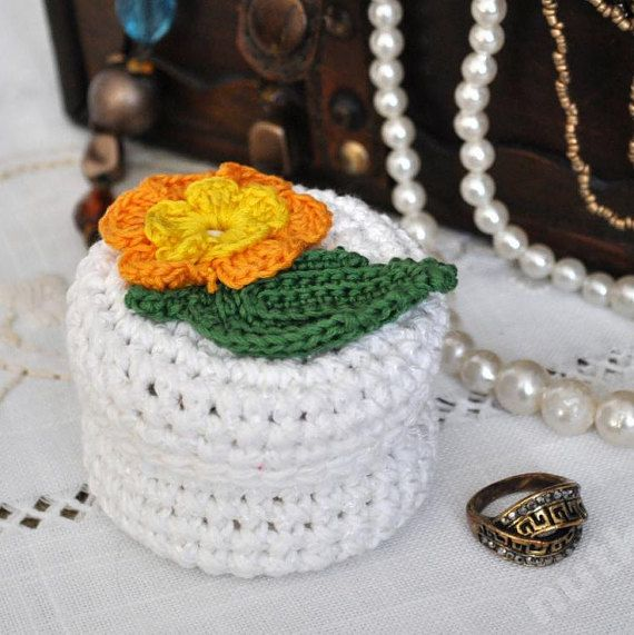 nutka_art handmade  crochet small box container casket by nutkaart