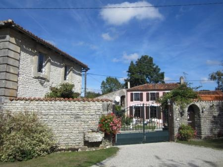 5 Bedroom House For Sale in Charente-Maritime, FRANCE - Property Ref: 700987