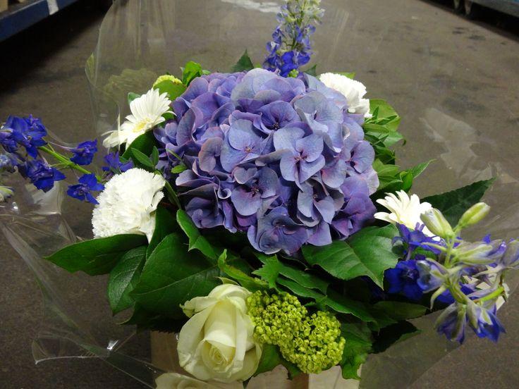 boeket met mooie blauwe hortensia