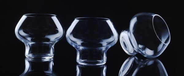 Spring is the name of this unbelievably beautiful and multi-functional mouth blown glass, which is shaped and designed by world-renowned and famous Danish architect and designer Jørn Utzon. It is a combination of classic Danish design, outstanding functionality and sculptural harmony. The clean cut curvatures of the Spring glass create a unique space for your beverage; regardless of whether you are drinking cognac, sophisticated cocktails or pure ice water.