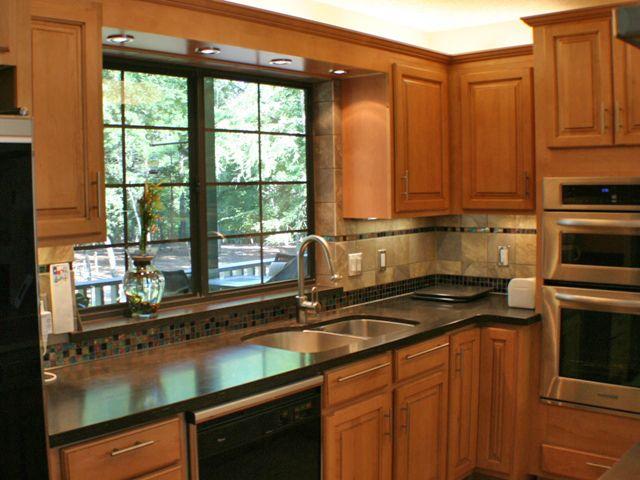 backsplash with dark counter maple y cabinets - Kitchen Countertop Backsplash Ideas