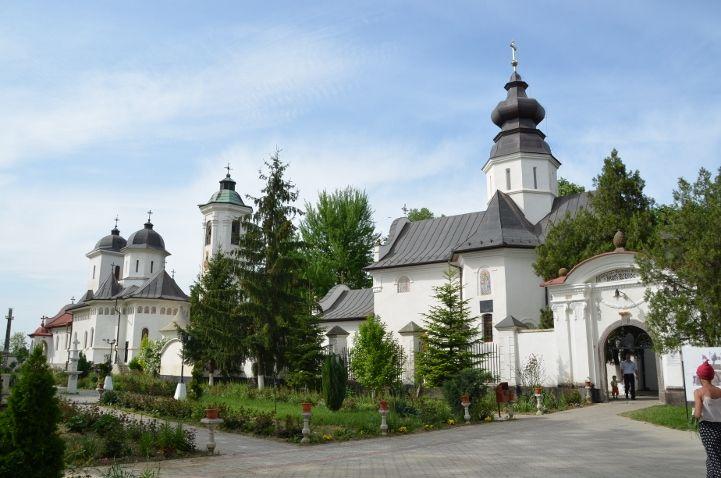 Cea mai veche mănăstire din România și Icoana făcătoare de minuni la care se roagă pelerini de pretutindeni FOTO-VIDEO